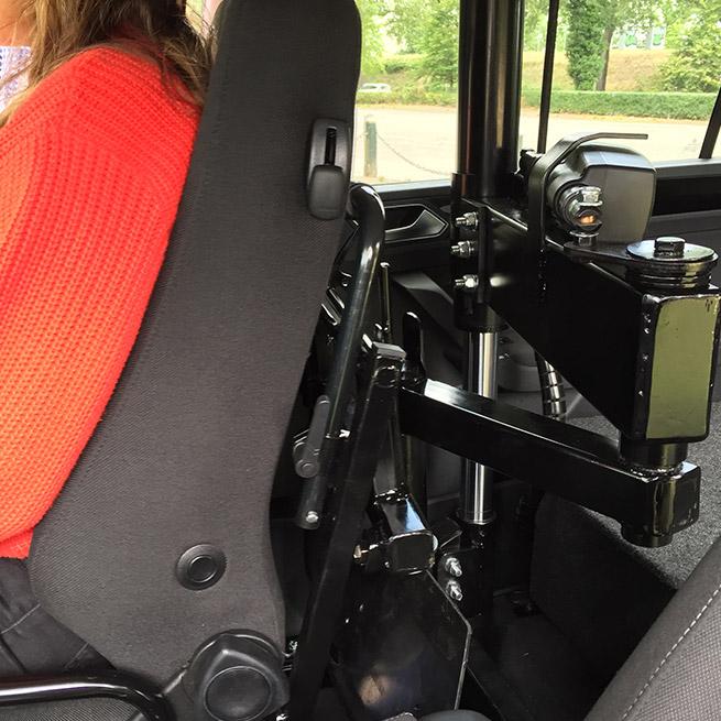 Weersink rolstoelauto meerijden rolstoellift meenemen in rolstoel draaihefstoel