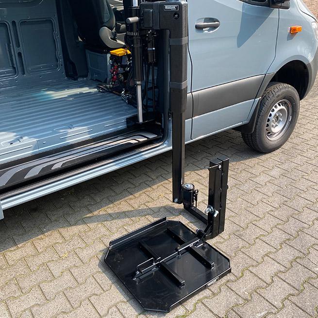 Weersink rolstoellift in camper met lift in rolstoelcamper meerijden of zelf rijden op de grond