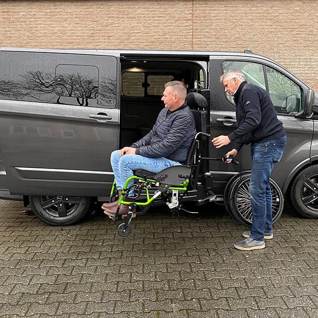 Weersink rolstoellift rolstoelbus prijs eerste zitrij open bus omhoog