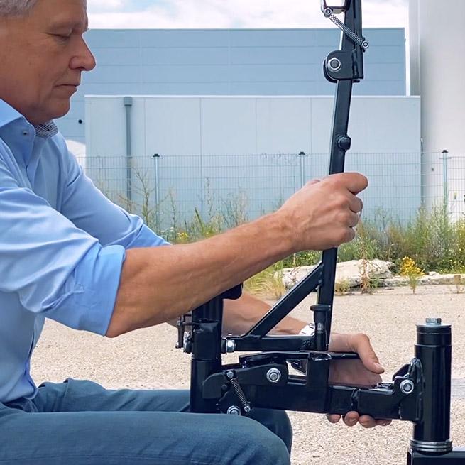 Weersink rolstoellift vrachtwagen truck zelf rijden lastwagen aanpassing uitklappen