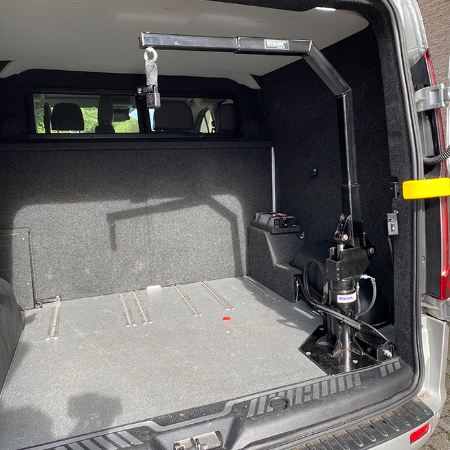 Weersink Scootmobiel opbergen achterin bus lift kofferbak ruimtebesparend