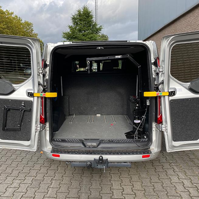 Weersink Scootmobiel opbergen achterin bus lift kofferbak achterklep