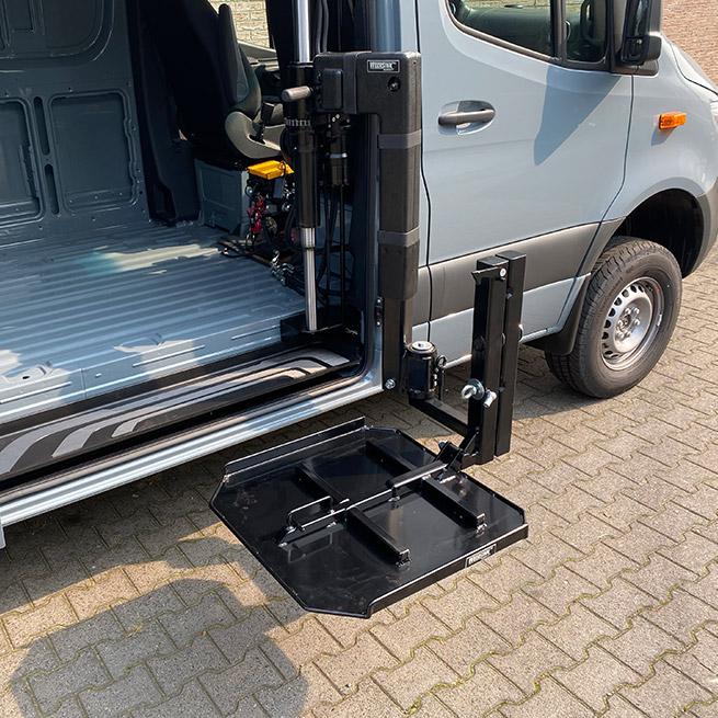 Weersink rolstoellift in camper met lift in rolstoelcamper meerijden of zelf rijden mid air