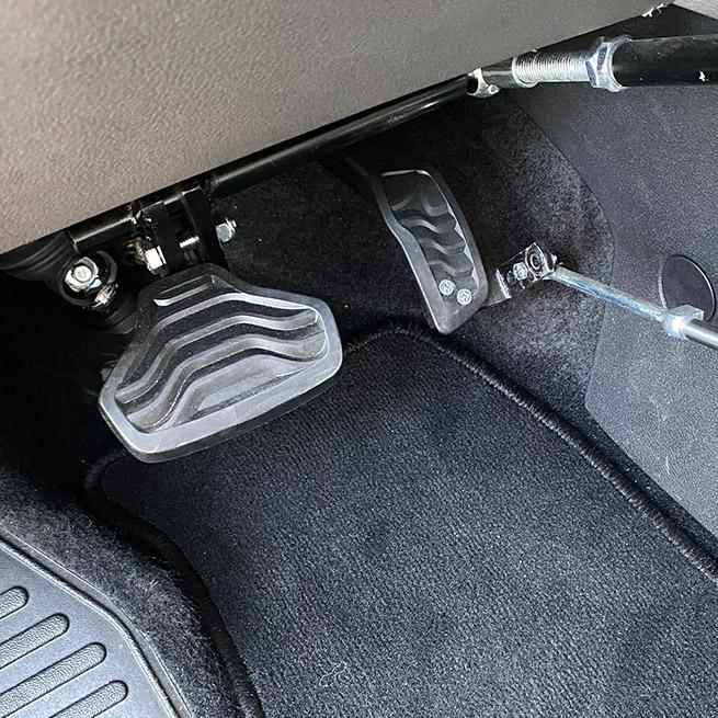 Weersink Veigel gas en rem systeem handmatig bus pedalen close