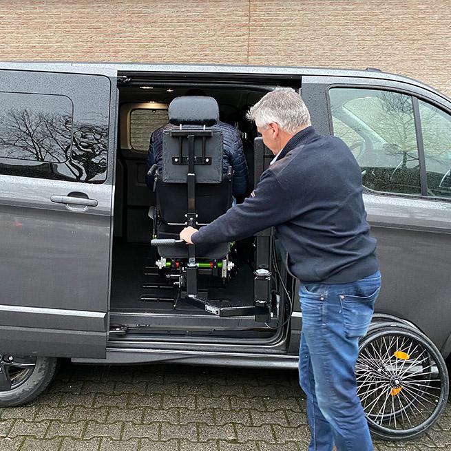 Weersink rolstoellift rolstoelbus prijs eerste zitrij open bus hydraulisch