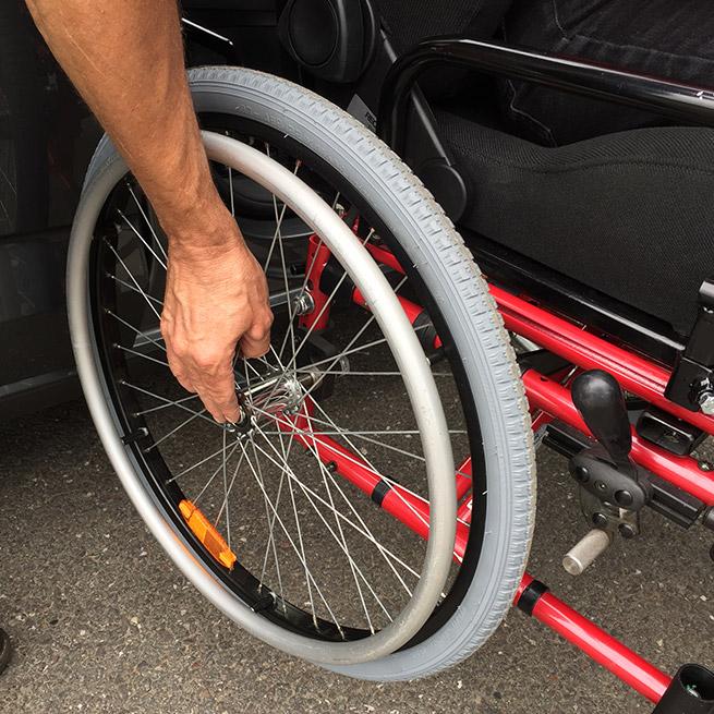 Weersink rolstoelauto meerijden rolstoellift meenemen in rolstoel draaihefstoel wielen