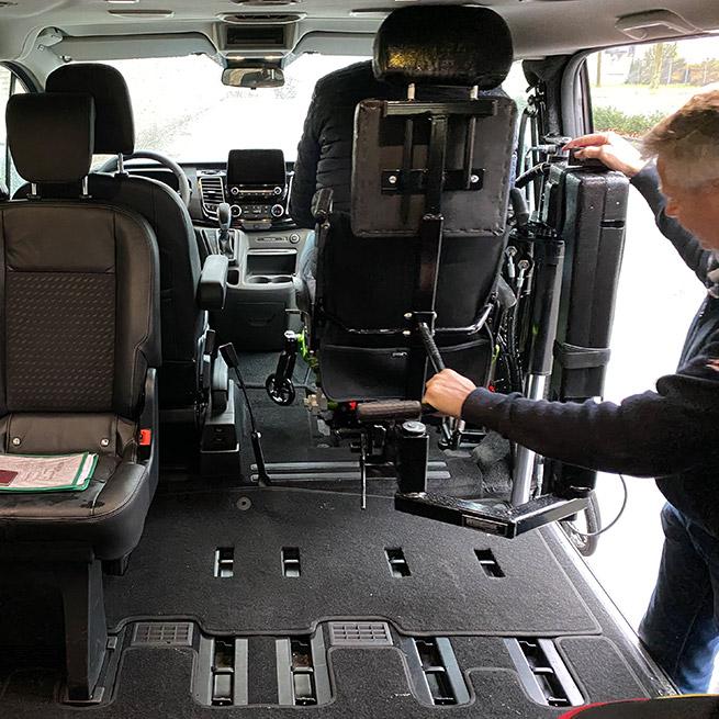 Weersink rolstoellift rolstoelbus prijs eerste zitrij open bus indeling