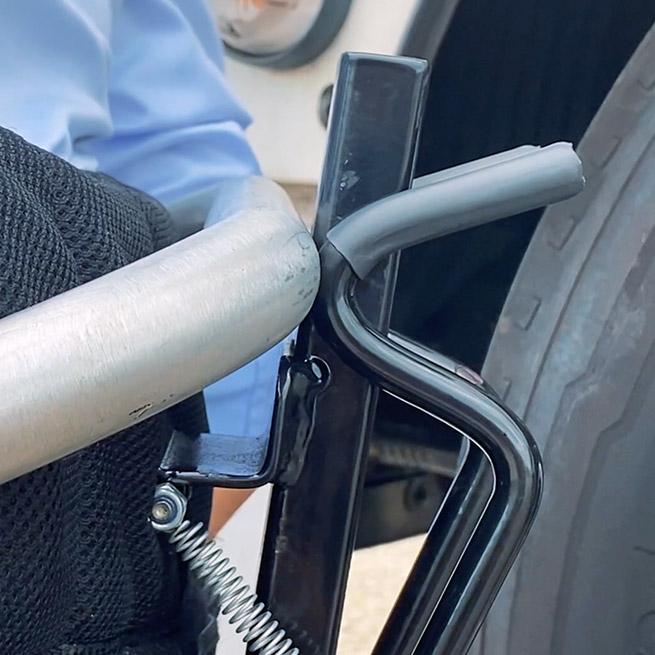 Weersink rolstoellift vrachtwagen truck zelf rijden lastwagen aanpassing inklikken