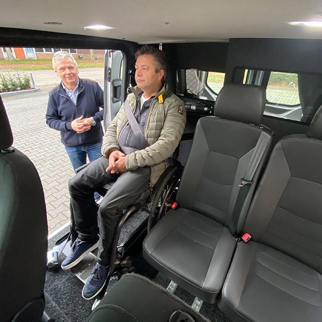 Weersink meerijden rolstoelbus dubbelcabine lift