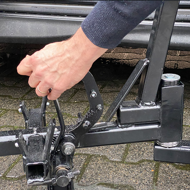 Weersink rolstoellift rolstoelbus prijs eerste zitrij open bus haak