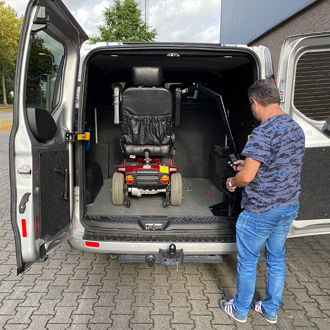 Weersink Scootmobiel opbergen achterin bus lift kofferbak met afstandsbediening