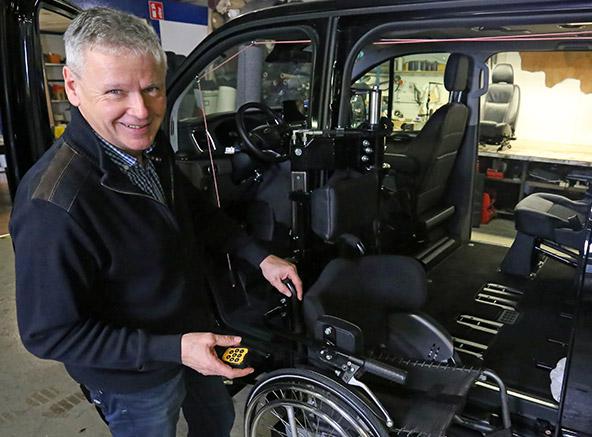Weersink-rolstoelbus-lift-zelfrijden-contact-vragen-rene