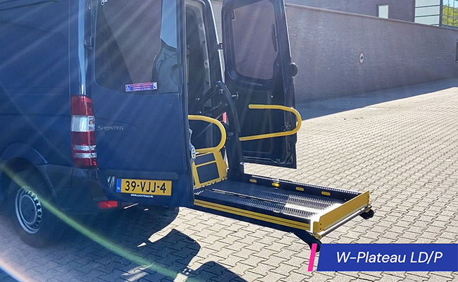 Plateaulift voor rolstoel kofferbak laadruimte platform rolstoellift