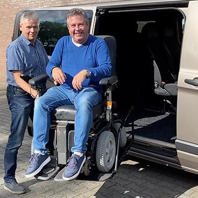 Weersink rolstoellift xl elektrische rolstoel XL zijkant instappen
