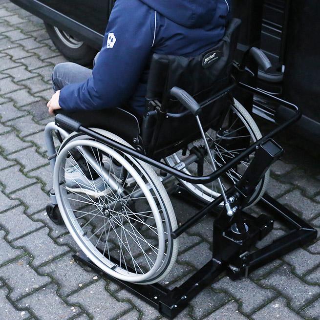 Weersink rolstoelbus met rolstoellift zijkant instappen compact lift tweede rij bovenaanzicht
