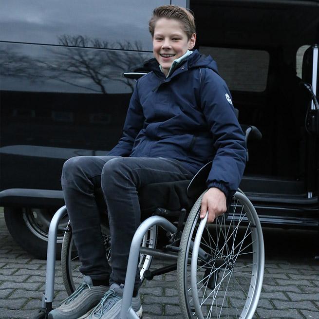 Weersink rolstoelbus met rolstoellift zijkant instappen compact lift tweede rij Sam