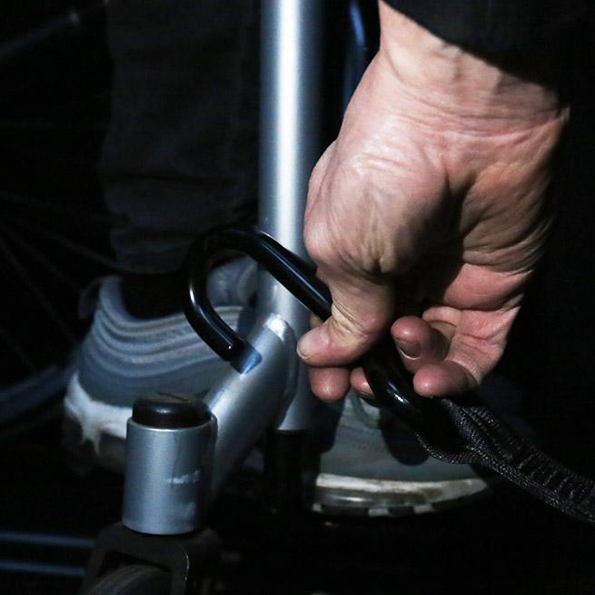 Weersink rolstoelbus met rolstoellift zijkant instappen compact lift tweede rij haak