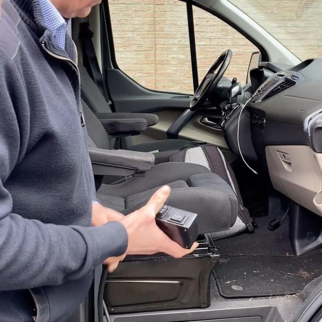 Draaistoel invalide auto gehandicapten turny draaihefstoel bus afstandsbediening twee