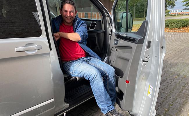 Meerijden na transfer met mini lift rolstoellift rolstoelbus