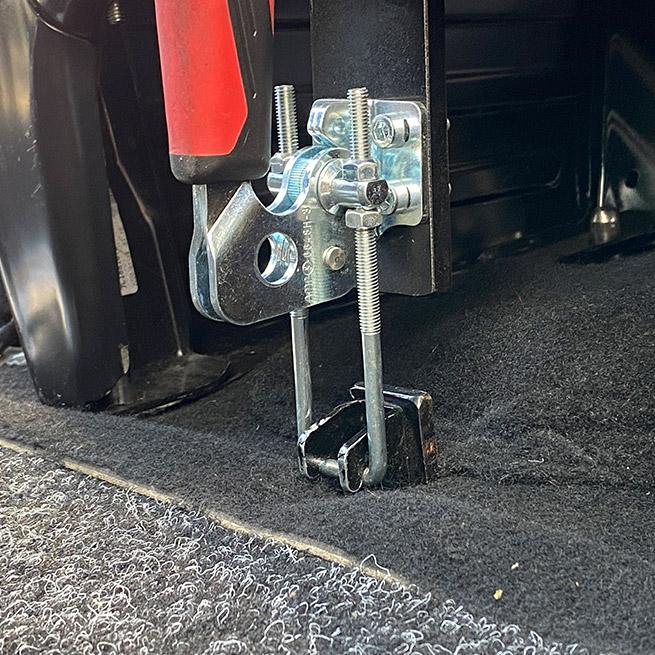 Rolstoelbus zelfrijder automaat met rolstoellift zijkant instappen zelf rijden haak
