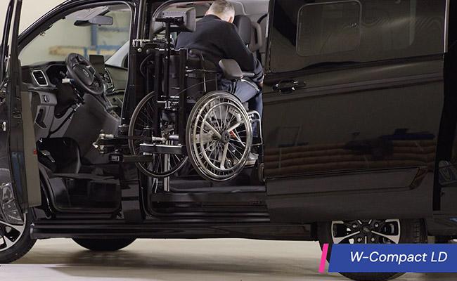 Rolstoelbus zelfrijder automaat met rolstoellift zijkant instappen zelf rijden wielen eraan website video afmeting