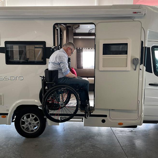 Weersink Camper rolstoel lift rolstoelcamper invalide half hoog