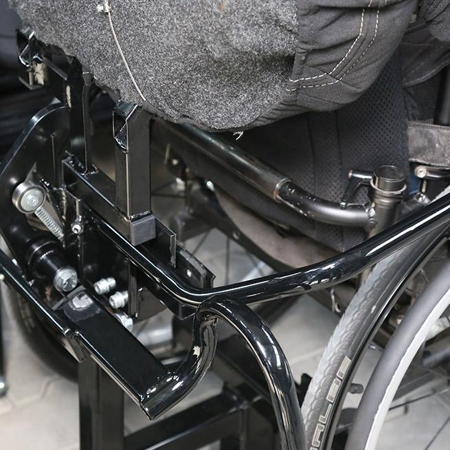 Rolstoelbus zelfrijder automaat met rolstoellift vastklik