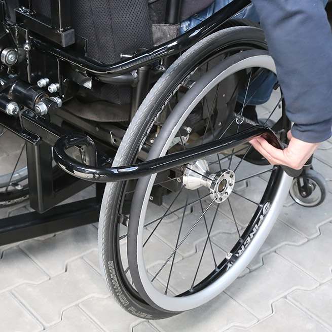 Rolstoelbus zelfrijder automaat met rolstoellift hendel