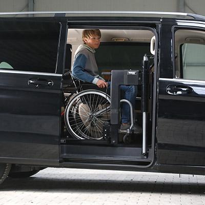 Rolstoelbus passagier meenemen rolstoellift zijkant instap icon box