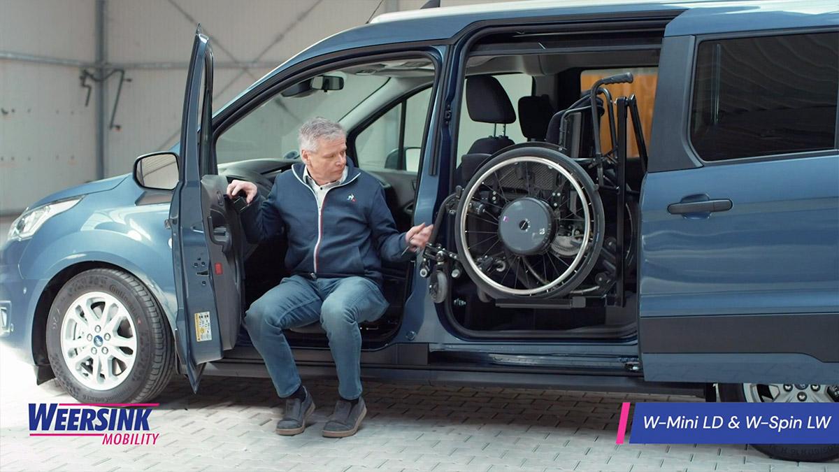 Rolstoelauto zelfrijder automaat na transfer rolstoellift thumb